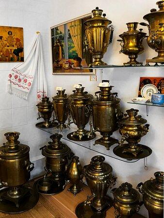 Экспозиция музея самоваров