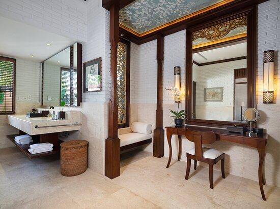 The Hadiprana Estate Bathroom