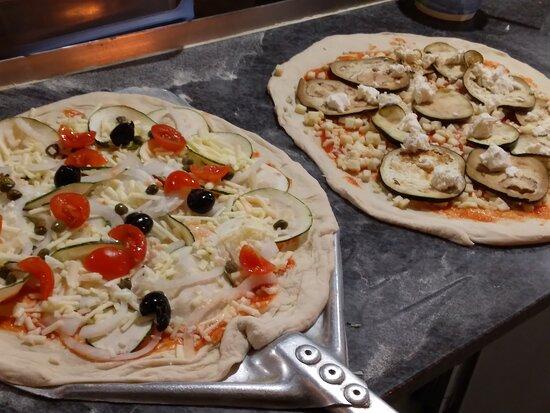 Elaboración de pizzas 100% artesanales. Ingredientes de calidad, opciones veganas y sin gluten