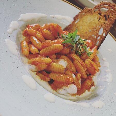 Gnochetti sardi al pomodoro e pane della Vallemaggia tostato