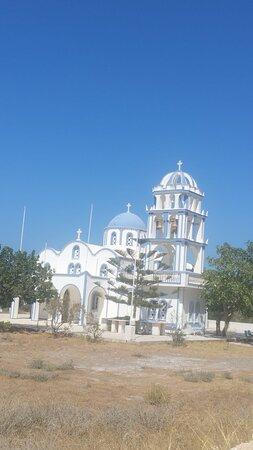 Santorini, Grekland: A lovely church in Kamari!. (the summer of 2019)✌✌