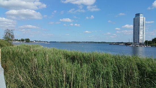 Blick auf den Wikingturm in Schleswig