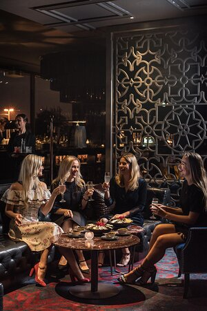 For an elevated nightlife, eclectic drinks and sophisticated evenings, visit Noir Cocktail Lounge & Bar, Kempinski Hotel Mall of the Emirates.