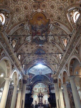 Varese, Italy: Deckenfresko der Kirche San Antonio