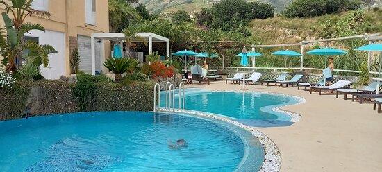 Con idromassaggio e piscina termale