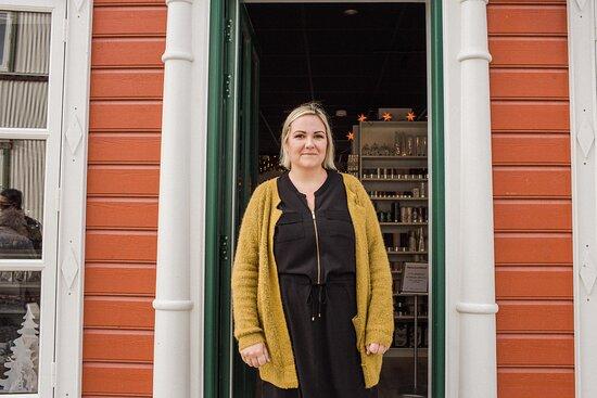 Hanna Sigga Unnarsdóttir in front of Mistilteinn store.