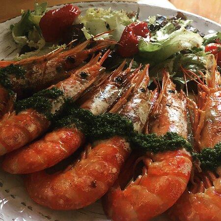 Gambas langostineras a la plancha, uno de los platos de nuestro menú de mediodía.