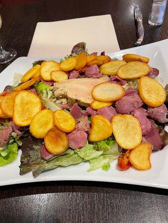 Blois, Frankreich: Super bonne salade du sud ouest