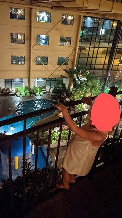 Vue du balcon intérieur au 4e étage