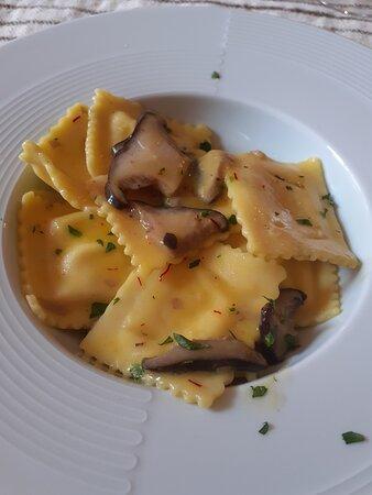 Bolotana, Italien: Ravioli zafferano e antunna