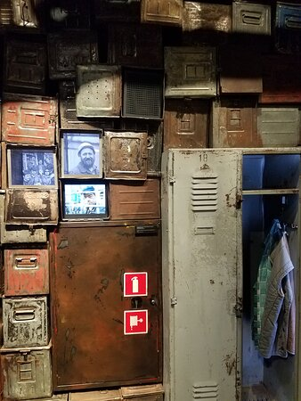 Clever display of the lockers of the ship builders.