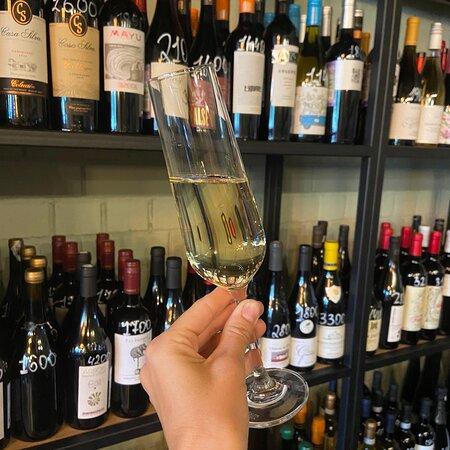 В Моей Вине большой выбор вин по бокалам.