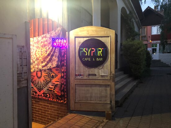 Debrecen, Hongaria: The first and only psychedelic bar in the county
