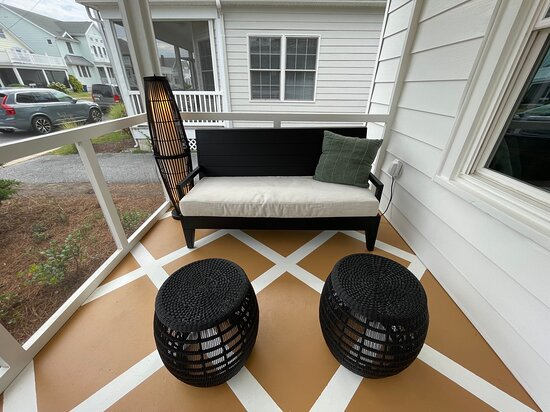 Unit 12 Screened porch soft seating