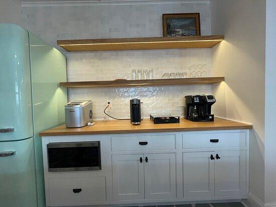Unit 18 appliances Nespresso machine, Keurig / coffee maker, icemaker, glass wear