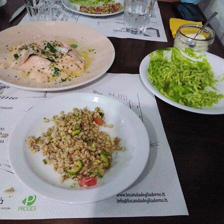 Zuppa di orzo e verdure, Trofie al Pesto con fagiolini e patate, salmone