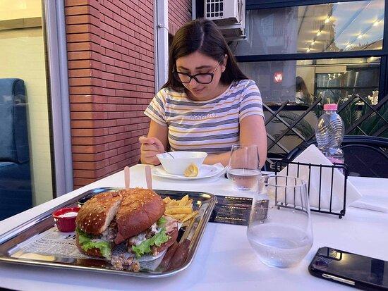 Rrelsi Burger