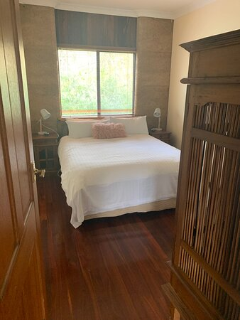 Main Bedroom - Blue Wren Cottage