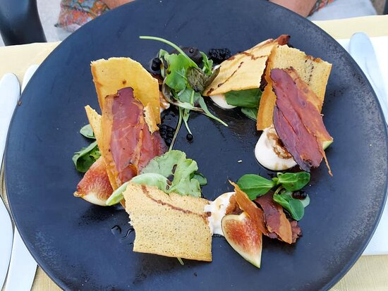 Fig, prosciutto, cheese and melba toast.