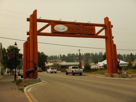 The iconic gate is right outside the motel.