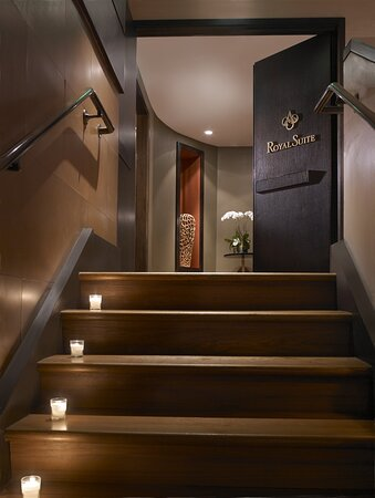 Entry Royal Spa Treatment Suite