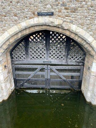 Entrébiljett till Towern inklusive kronjuvelerna och Beefeater-tur: Tractors gate