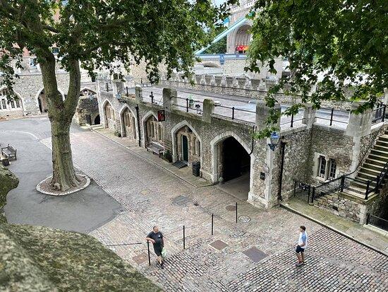 Entrébiljett till Towern inklusive kronjuvelerna och Beefeater-tur: The Keys from above