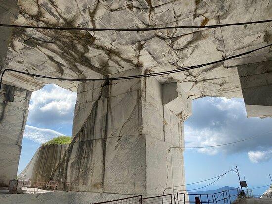 Cave Di Marmo Di Levigliani