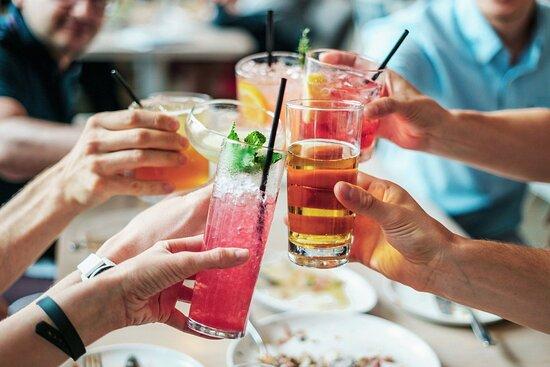 BESTELL DEN PAPPAGALLO Raffinierte Cocktails in der Gütsch-Bar