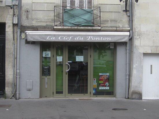 Restaurant La Clef du Ponton. Vue 1. Au 8 Rue Rouget de L'Isle. à Côté du Restaurant Le Piccata. Août 2021. TOURS.