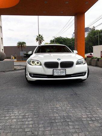BMW serie 5 capacidad 2 pasajeros