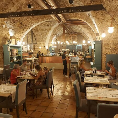 Tripadvisor - Lo spazio con i tavoli all'aperto - صورة Anche Gli Angeli، صقلية