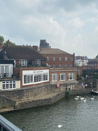 The charming view from our room... out of respect for the people staying opposite, there's no photo to show the lack of privacy – Foto de Sir Christopher Wren Hotel, Windsor - Tripadvisor