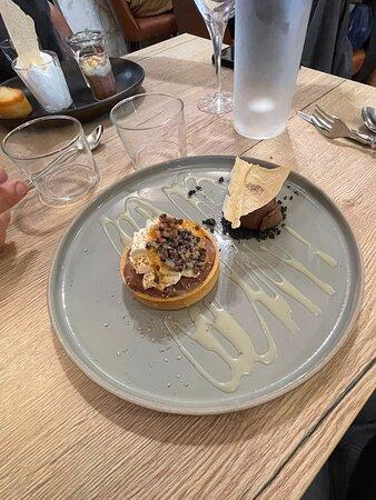 Chez «Le Petit Nicolas» à La Rochelle : Desserts TARTELETTE CHOCOLAT NOIR VALRHONA, CRÈME DE TONKA