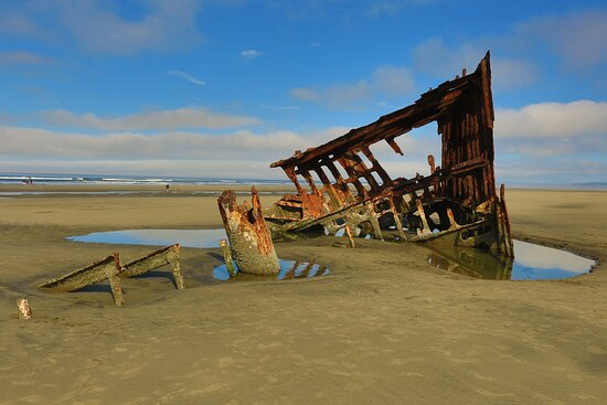 Enjoyed Wreck of the Peter Iredale during low tide