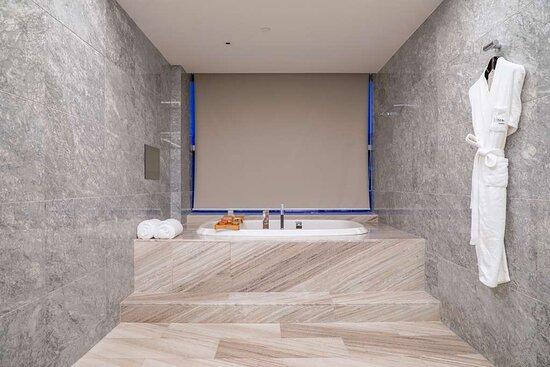 Specialty Suite bathroom