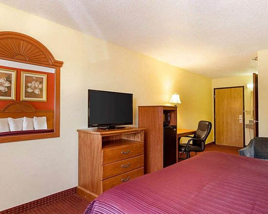 King room with 32-inch LCD television