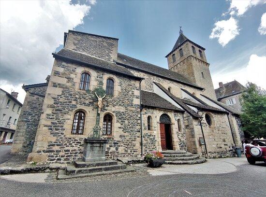 Cette église, son histoire, le mobilier, le statuaire, les vitraux, le trésor, me semblent une découverte incontournable
