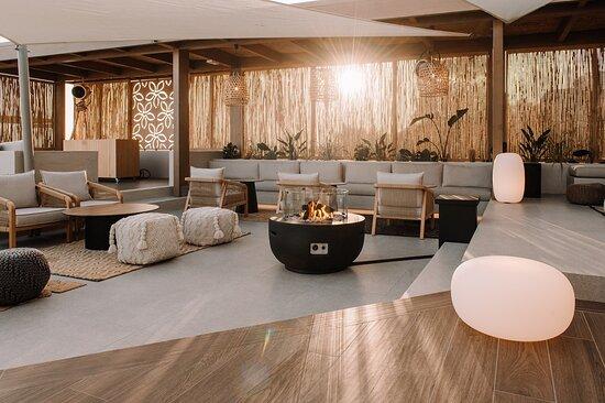 Lounge Area Main Bar