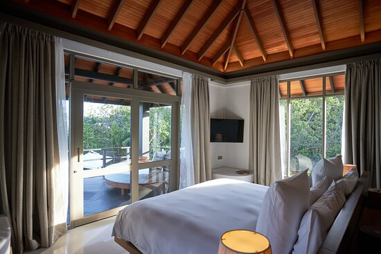 JA Manafaru - Three Bedroom Island Residence with Family Pool & Private Pool. The upper floor third bedroom with oversized balcony