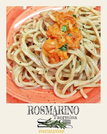 Spaghetti con polpa di ricci Spaghetti with sea-urchins