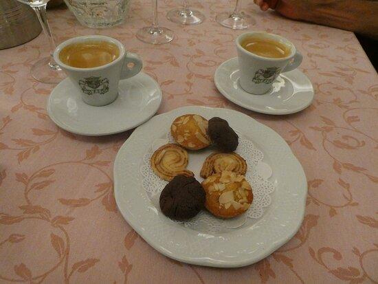Espressos with biscuits