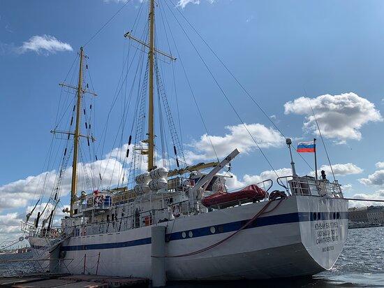 São Petersburgo, Rússia: Sailboat, Neva, Lieutenant Schmidt embankment