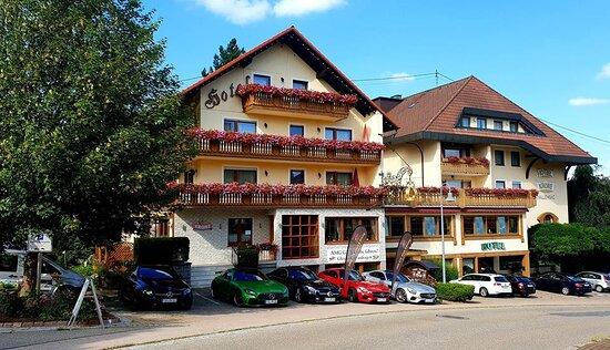 Même type de déco en plus grand https://www.krone-igelsberg.de/hotel_f.html