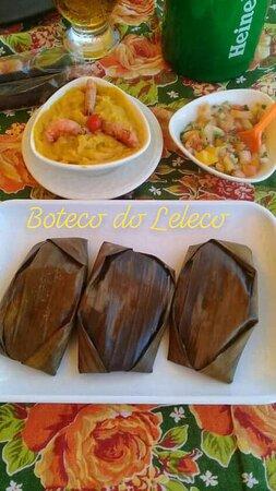 porção de ABARÁ. Acompanha vatapá, vinagrete, camarão e pimenta nagô.