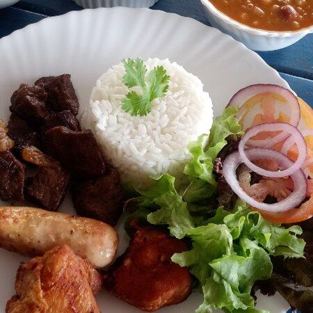 Mistão do Leleco ( carne, frango e calabresa). Prato executivo.  Acompanha arroz, feijão, farofa, salada e vinagrete.