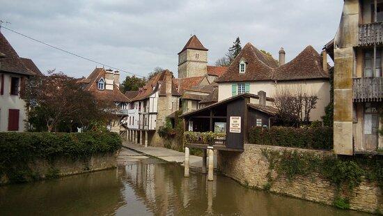 Salies-de-Bearn, Frankrijk: Bonitos edificios