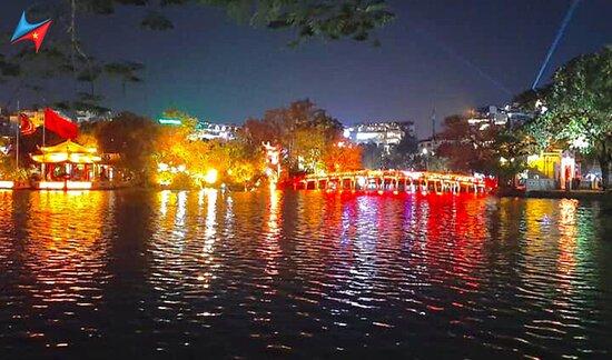 Lago Hoan Kiem - Lago da Espada Restaurada: Hồ Hoàn Kiếm về đêm - Hoan Kiem Lake night
