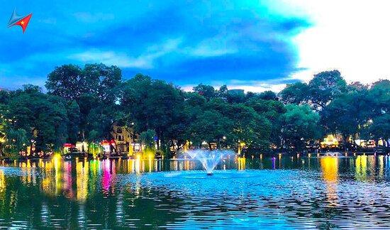 Lago Hoan Kiem - Lago da Espada Restaurada: Hình ảnh Hồ Hoàn Kiếm - Image of Hoan Kiem Lake