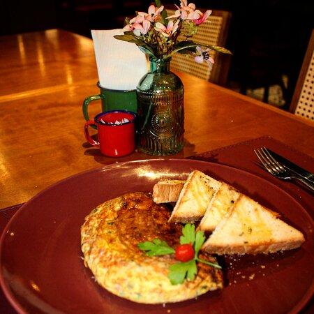 Omelete com Torradas para o Café da Manhã ou Lanche da Tarde